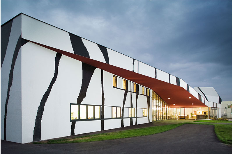 Architektur Marion Wicher_yes-architecture_Brunn am Gebirge_Fliesencenter _03_34696-084_800x530
